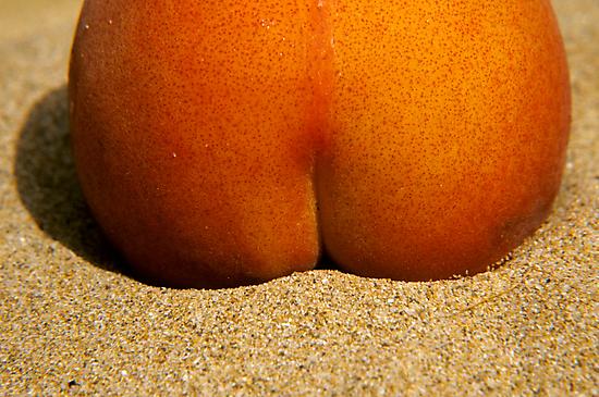 Peach Bum by Hans Kawitzki