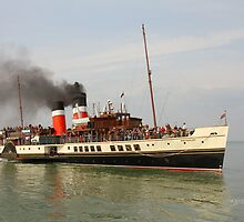 PS Waverley approaching Yarmouth Pier by Jonathan Cox