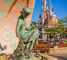 Cinderella Fountain at Disneyland Paris by lauralaing