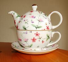 Cup and tea pot combo by Graham Murray
