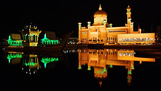 Floating Mosque by gromol