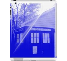Blue and White T.A.R.D.I.S. iPad Case/Skin