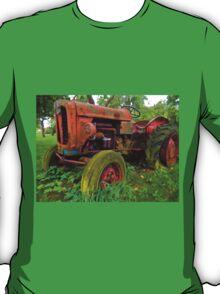 Old vintage tractor digital art T-Shirt