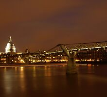 St.Pauls at night by Saturnphoto
