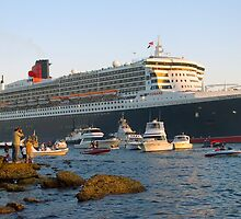 Queen Mary II - and the fans by Steve Grunberger