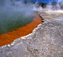 Wai-O-Tapu wonderland by Tony Middleton