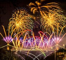 Fireworks on Clifton Suspension Bridge, Bristol by Robbie Labanowski