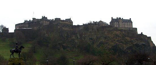 Edinburgh Castle by Tom Gomez
