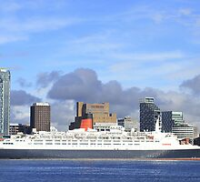 QE2 in Liverpool by Paul Reay