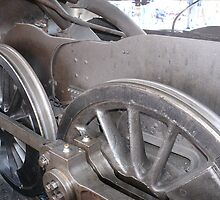 Driving Wheels and connecting rods of a Steam Locomotive by johnny2sheds