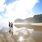 Surfers North Piha by wendy Wood