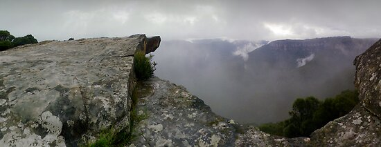 Kings Tableland in the Lords Blue Mountains N.S.W. Australia by STEPHEN GEORGIOU
