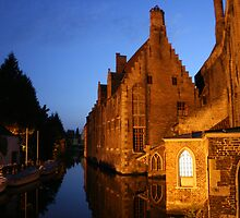 Brugge by night by Micky McGuinness