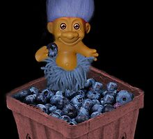 ✾◕‿◕✾ TROLL LOVING BLUEBERRIES CARD/PICTURE✾◕‿◕✾ by ✿✿ Bonita ✿✿ ђєℓℓσ