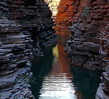 Joffre Gorge, Karijini by Richard  Stanley