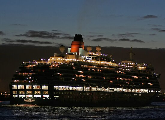 ms Queen Victoria - Maiden Voyage by Martijn Budding