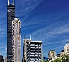 A Chicago river cruise view towards  the Willis Tower by atomov