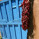 puerta azul en Taos by Patricia Montgomery