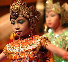 Children's 'Peacock Dance' - Indonesian dancing / silat performance by boudidesign