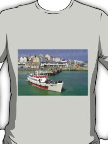 Yorkshire Belle Turning in Bridlington Harbour T-Shirt