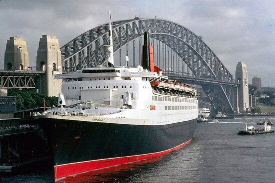 QE2 Luxury Liner by Anthony Davey