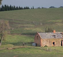 Old Farmhouse by Tony Waite-Pullan