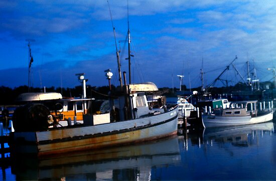 Early Morning at Lakes Entrance  by haymelter