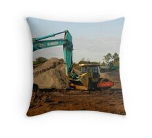 When machines fall in love Throw Pillow