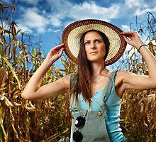 Beautiful woman farmer in the cornfield by naturalis