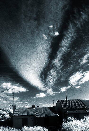 splendid sky over enmore  by Juilee  Pryor