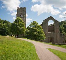 Fountains Abbey by Graeme  Hunt