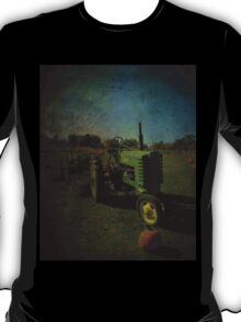 Yesteryear Antique John Deere Tractor on The Farm T-Shirt
