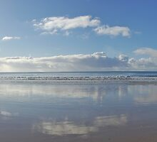 Lorne beach morning reflections by Ashley Ng