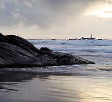 Lighthouse by Morten Vaksdal