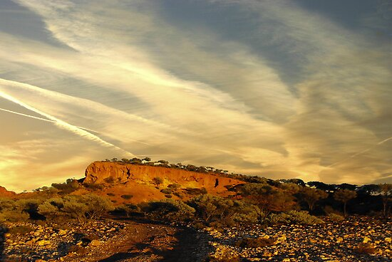 jet trails at Mt Magnet by robert murray