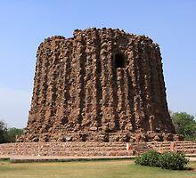 Alai Minar - Qutab Minar Complex - India by aidan  moran