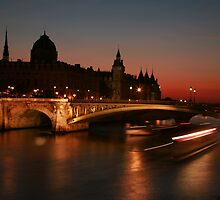 Paris bridges by Kevin Hayden