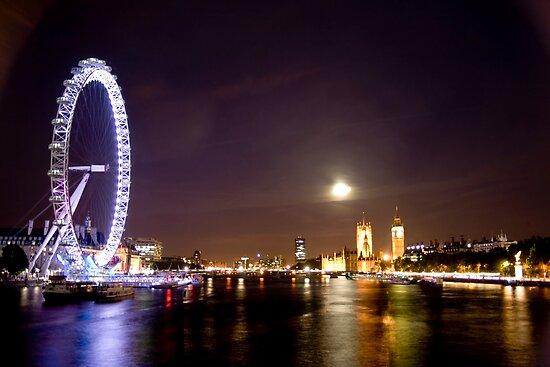 London View by Calin Lapugean