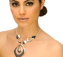Layla with jewelry by fastlenz