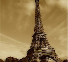 Eiffel tower  by Andrea Rapisarda