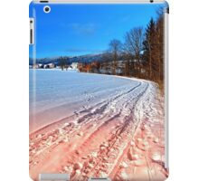 Hiking through a beautiful winter scenery | landscape photography iPad Case/Skin