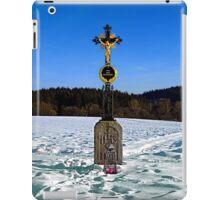 Wayside cross in winter scenery   landscape photography iPad Case/Skin