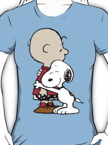 Charlie hugs Snoopy T-Shirt