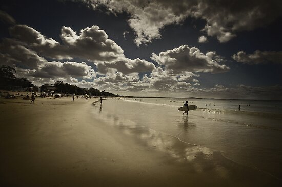 Surfing in Noosa  by Hany  Kamel