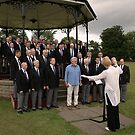Rolf Harris+ Fron Male Voice Choir. by fotopro