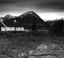 Black Rock Cottage by Graham  Cormie