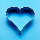 close up metal heart by brunogori
