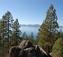 Lake Taho in North California by loiteke