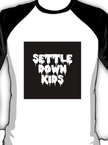 sdk // settle down kids T-Shirt