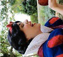 Snow White Apple by RozeeRossi